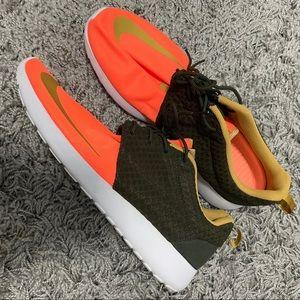 Nike Roshe Run Forest Green Orange Swoosh Running